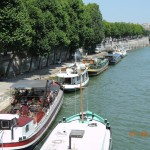 If I had to live in Paris, I would try one of these boat apartments